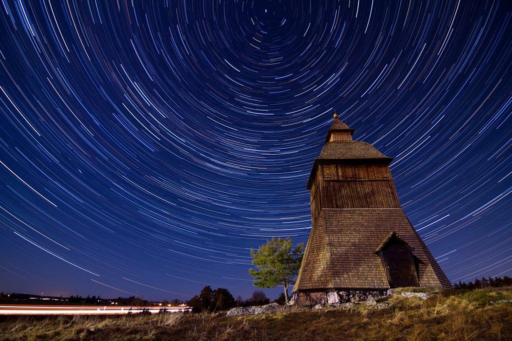 Klockstapeln vid Litslena kyrka